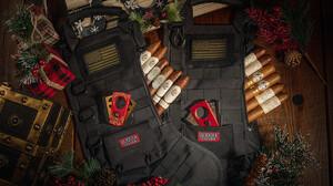 Αυτές οι χριστουγεννιάτικες κάλτσες είναι γεμάτες με πούρα