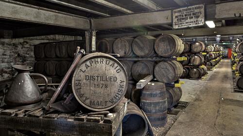 Τι είναι το cask-strength και πως απογειώνει το ουίσκι σου
