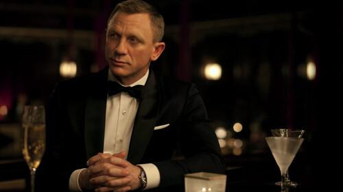 Ακόμα και ο James Bond άφησε το ποτήρι του κάτω