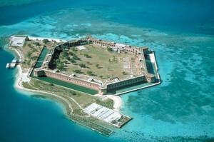Φαντασμαγορικά ερείπια εγκαταλειμμένων νησιών