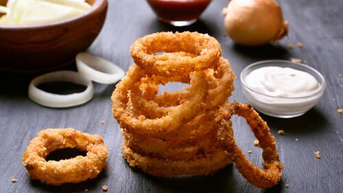 Είναι τα onion rings η καλύτερη τηγανητή λιχουδιά μετά τις πατάτες;
