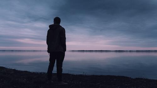 Άνδρες και ζώδια: Αυτοί είναι που λατρεύουν τη μοναξιά