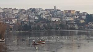 Θρίλερ στην Καστοριά: Ξεπάγωσε η λίμνη και έπαθε σοκ όλη η πόλη - Τι βρήκαν