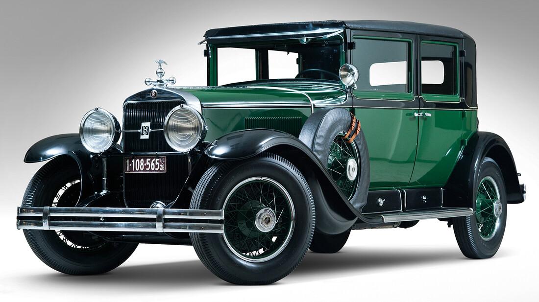 H αδιαπέραστη γκανγκστερική γοητεία της Cadillac Town Sedan