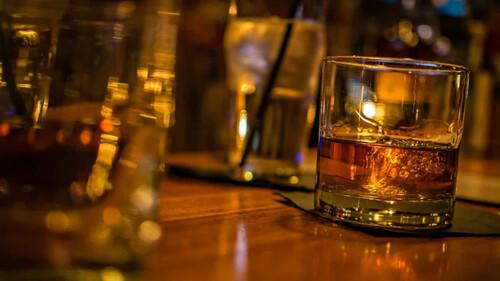 Το αλκοόλ σε βοηθάει να μιλήσεις μια ξένη γλώσσα πιο εύκολα