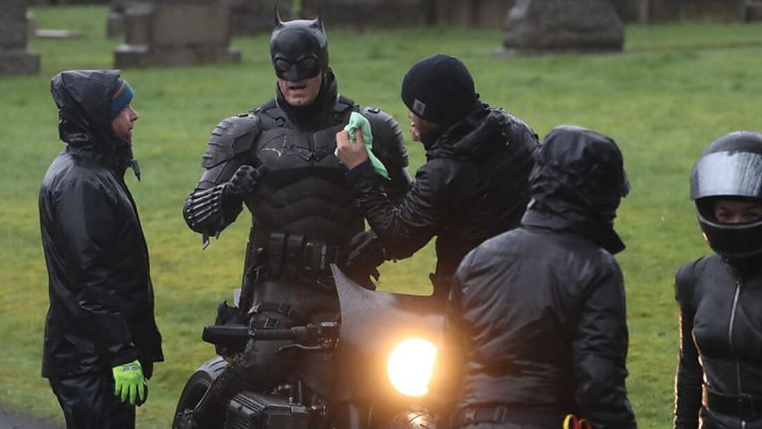 The Batman: Κόντρες με μοτοσικλέτα στις φωτογραφίες που διέρρευσαν