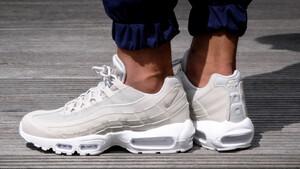 Μήπως ήρθε επιτέλους η ώρα να αγοράσεις chunky sneakers;