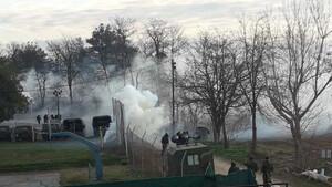 Έβρος: Επεισόδια με χημικά στα σύνορα - Μετανάστες επιτέθηκαν στις ελληνικές δυνάμεις