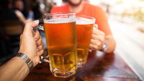 Ένας ιδιοκτήτης μπαρ έχασε 9 κιλά πίνοντας μόνο μπίρα