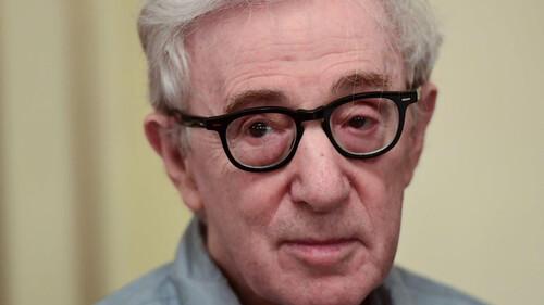 Woody Allen: Η θετή του κόρη βάζει φρένο στην έκδοση του βιβλίου του