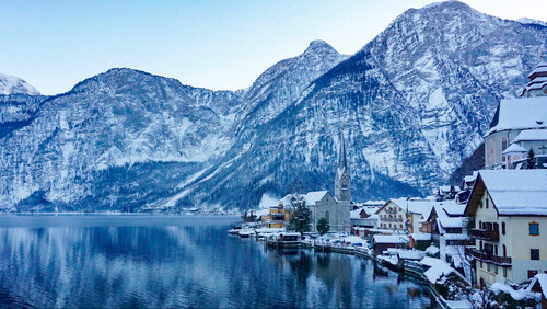 Αυτή η πόλη στις Άλπεις θυμίζει το χωριό των Hobbit