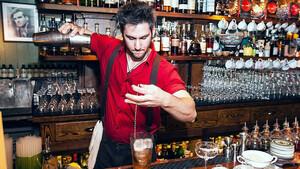 Πώς να φτιάξεις τα δικά σου cocktail στο σπίτι τώρα που είσαι σε καραντίνα