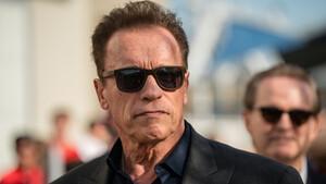 Ο Arnold Schwarzenegger σου λέει με ήρεμο τρόπο να κάτσεις σπίτι