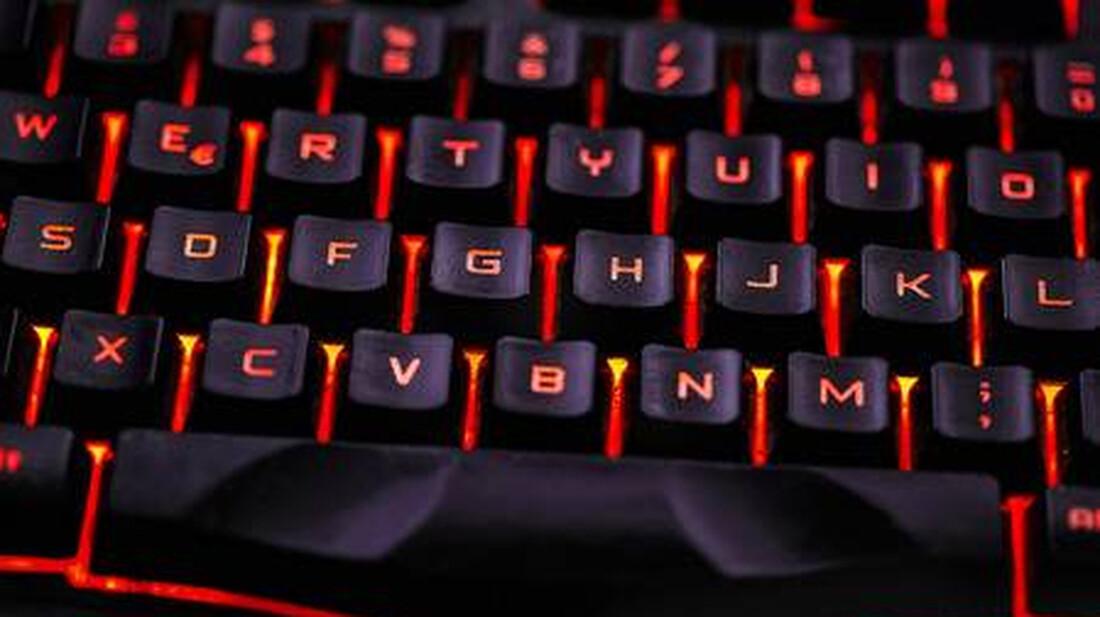 Γιατί τα γράμματα του πληκτρολογίου είναι ανακατεμένα;