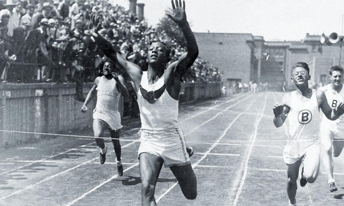 Jesse Owens:  Το «μαύρο βέλος» που ταπείνωσε την Αρία Φυλή