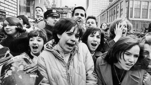 Όταν οι Beatles έκαναν τις γυναίκες να κλαίνε και να λιποθυμούν