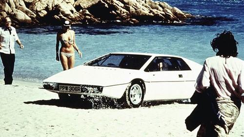 Όταν η Lotus Esprit κέρδισε την καρδιά του James Bond