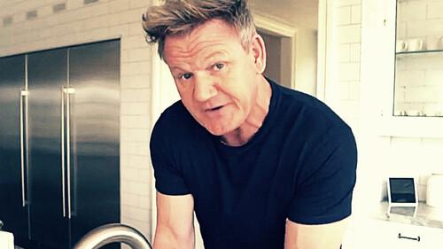 O Gordon Ramsay θέλει να σε μάθει να πλένεις τα χέρια σου σωστά