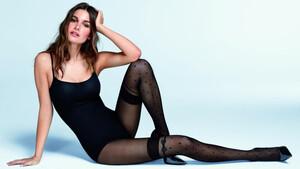 Όσοι αγαπάτε τις γυναίκες με τις μακριές κάλτσες κάντε ένα βήμα μπροστά