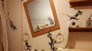 O Banksy γέμισε το μπάνιο του με αρουραίους