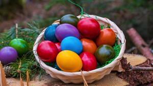 Κοζάνη: Δείτε τι πατέντα βρήκαν για να τσουγκρίσουν αυγά από απόσταση! (video)