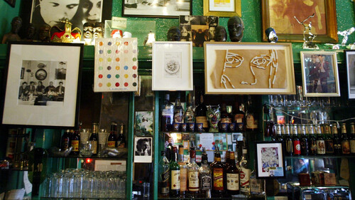 The Colony Room: Μία ματιά στο διασημότερο bar του Λονδίνου