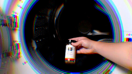 Δες τι θα γίνει αν ρίξεις μέσα στο πλυντήριο μαύρο πιπέρι