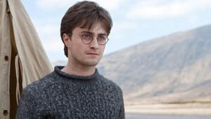 Ο Harry Potter διαβάζει Harry Potter και γυρίζουμε πίσω στο χρόνο