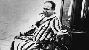 O Al Capone είχε όλο τον κόσμο στον καρπό του χεριού του
