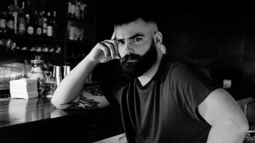 Ο Αντρέας Δημητρόπουλος είναι ο πιο αυθεντικός bartender που έχεις γνωρίσει