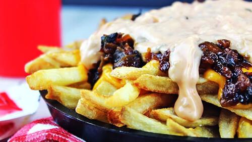 Υπάρχει κάτι καλύτερο από το λιωμένο τυρί στις τηγανητές πατάτες;