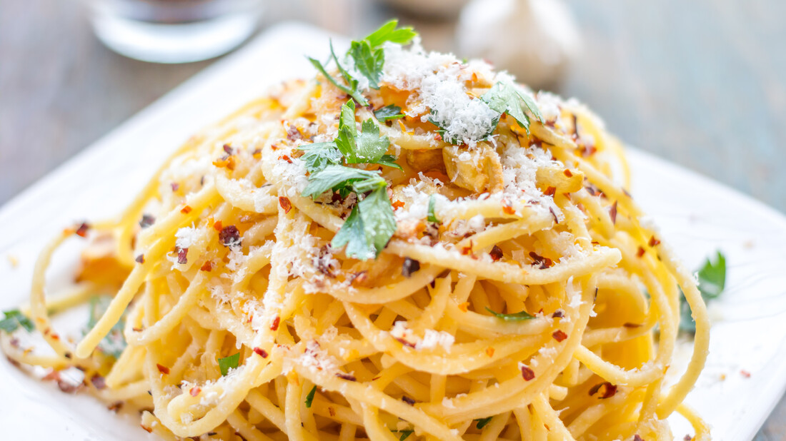Πώς θα φτιάξεις σαν επαγγελματίας την aglio e olio