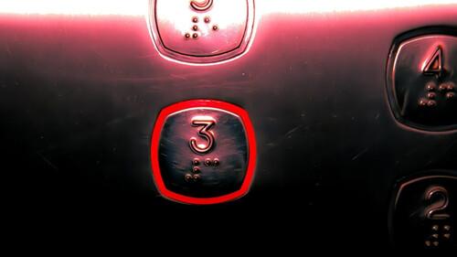 Εμπορικό κέντρο «αντικατέστησε» τα κουμπιά από τα ασανσέρ - Δείτε γιατί (video)