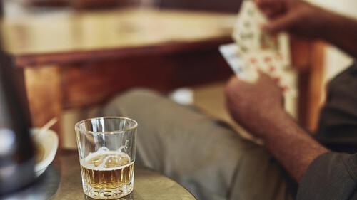 Πίνεις και εσύ αρκετά αυτές τις μέρες; Δεν είσαι ο μόνος