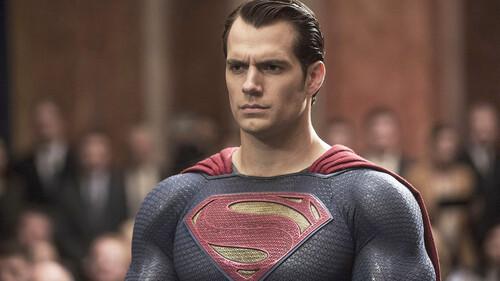 Superman: O Henry Cavill φοράει ξανά την κάπα του για το σύμπαν της DC