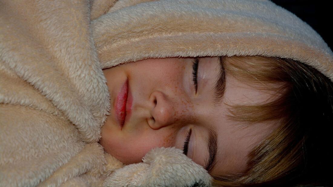 Κοιμάσαι με σεντόνι ή κουβερτούλα το καλοκαίρι; Μάθε γιατί! (photos)