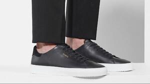 Τα μαύρα sneakers που θα σε βγάλουν ασπροπρόσωπο το καλοκαίρι