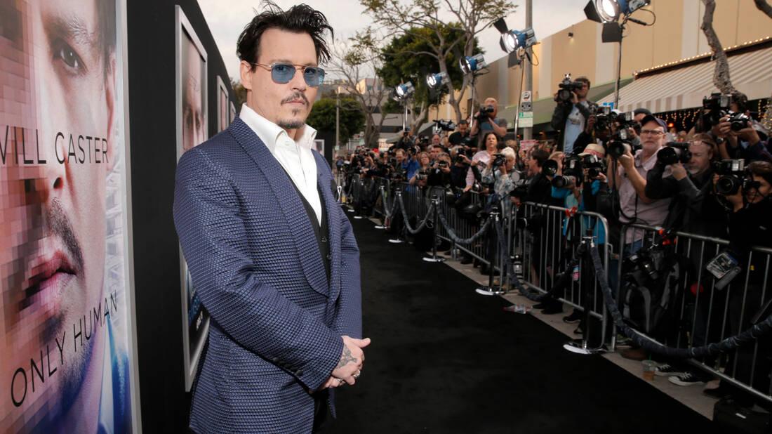 Ο Johnny Depp δεν άφησε τις ταμπέλες να τον καταστρέψουν