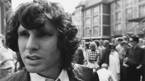 Κάνε χώρο στη βιβλιοθήκη σου για τα αγαπημένα βιβλία του Jim Morrison
