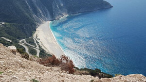 Τρεις ελληνικές παραλίες που αξίζει να επισκεφτείς φέτος το καλοκαίρι