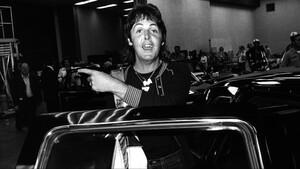 Αυτή είναι η ανυπέρβλητη συλλογή αυτοκινήτων του Paul McCartney
