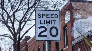Βάζουν όριο ταχύτητας 30 ή 20 χλμ./ώρα - Δείτε που και γελάστε