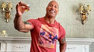 The Rock: Μάθε πώς θα φτιάξεις την απόλυτη μαργαρίτα καρπούζι