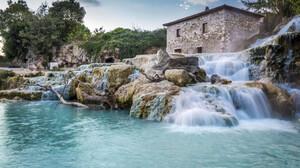 Αν θέλεις πισίνα με ζεστό νερό θα πρέπει να πας στην Τοσκάνη