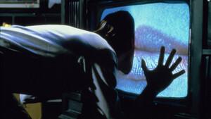 VHS: Ένα ταξίδι στο λυκόφως ενός πορωμένου συλλέκτη