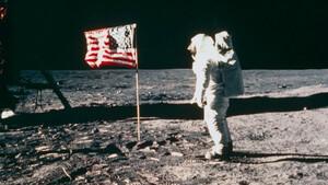 Τι απέγιναν τελικά οι σημαίες στη Σελήνη;