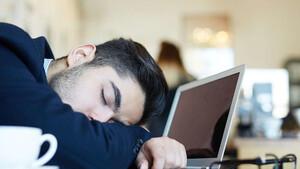 Πώς να μείνεις ξύπνιος στη δουλειά παρά την κούραση σου