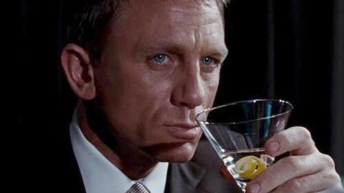 Το Shaken θα σε φέρει πιο κοντά στα ποτά του James Bond