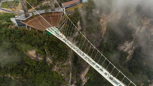 Αυτή είναι η μεγαλύτερη γυάλινη γέφυρα του κόσμου