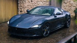 H Ferrari Roma ψάχνει την καλοκαιρινή μπόρα